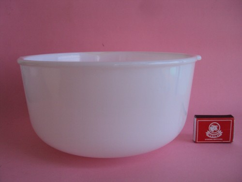 Sunbeam pyrex bowl with matchbox