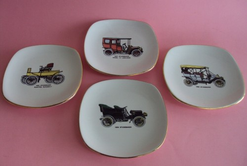 Set of 4 small Drostdy plates