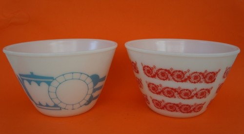 Pair of retro pyrex bowls