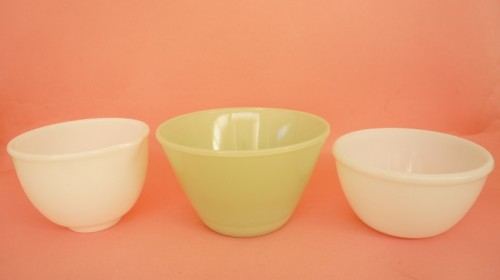 Collection of pyrex bowls